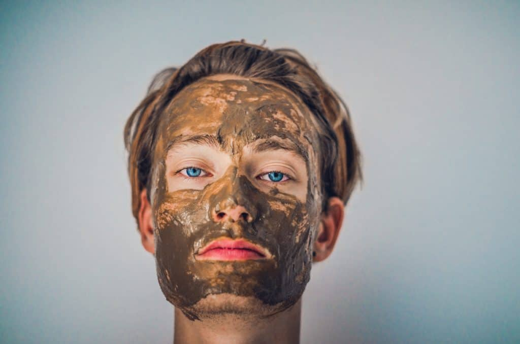 shallow focus photography of men's muddy face